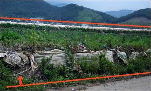 매년 홍수 피해를 입고 있는 김해시 주촌면  이곳은 큰 비가 오면 수재가 발생하고 있건만, 나라에서 예산을 주지않아 임시방편으로 포대자루로 제방을 쌓아놓고 있습니다.