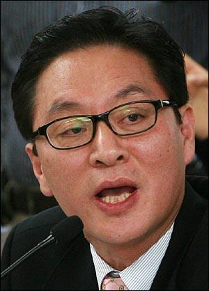 정두언 한나라당 의원이 9일 오전 서울시교육청에서 열린 국회 교육과학기술위원회 국정감사에서 발언을 하고 있다.