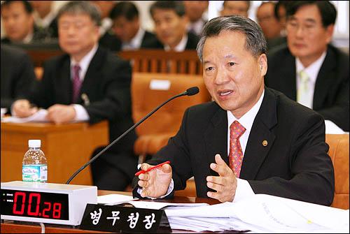 박종달 병무청장이 9일 국회 국방위 국정감사에서 군 가산점제도에 대한 질의에 답변하고 있다.