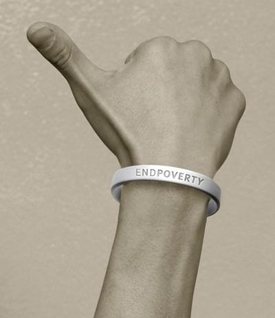 화이트밴드 캠페인 화이트밴드는 '빈곤을 종식시키자(End Poverty)'라는 구호가 적힌 흰색 실리콘 팔찌이다.