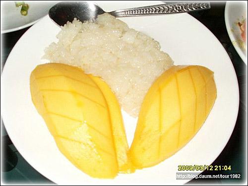 카오니여우마무앙 찹쌀밥과 망고를 주 재료로 한 태국음식