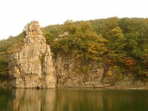 선바위 난 이제것 섬바위인줄 알았더니 '서 있는 바위'라는 뜻으로 선바위라고 하네요.