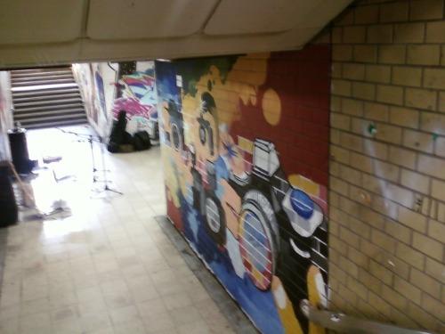 지하보도에 그려진 벽화로 홍대앞 미술인들이 그린 작품