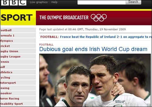 남아공월드컵 유럽지역 예선에서 프랑스에 패하고 본선 진출에 실패한 아일랜드 선수들이 눈물을 흘리며 안타까워하고 있다. 영국 BBC 홈페이지.