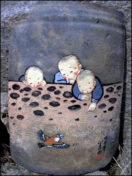 소전 김경애작 소전 김경애의 옛 기와에 그린 그림. 잔라북도 완주군 구이면 모악산 대원사에 소장되어 있는 옛 기와 그림이다.