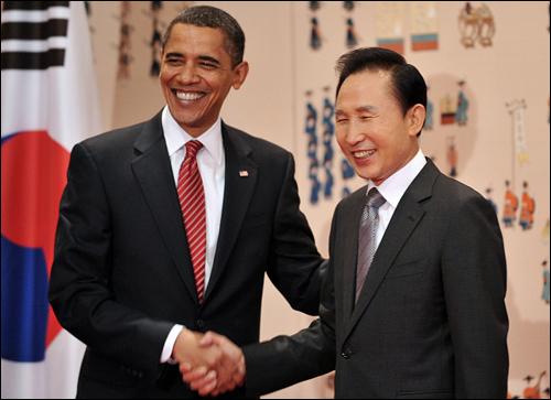 지난 19일 청와대에서 정상회담을 한 이명박 대통령과 버락 오바마 미국 대통령