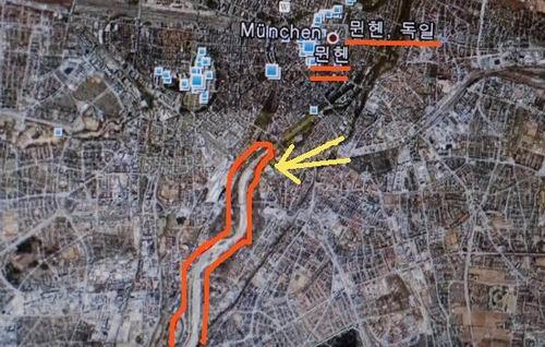 구글에서 이자강 살리기를 직접 획인하세요.  구글어스에서 뮌헨을 찾아 빨간색으로 표시한 부분을 확대하면 수로에서 자연하천으로 복원한 현장을 볼 수 있습니다. 여울과 모래섬으로 되살아난 현장과 그곳을 즐기는 시민들의 현장 사진이 잘 나와 있습니다.