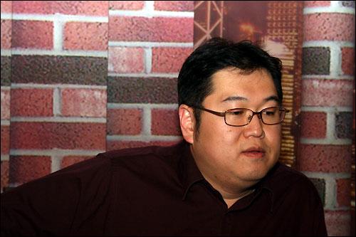 """김용민씨는 """"권력과 자본에 예속된 방송사의 본질적 한계를 깰 수 있는 새로운 미디어를 내년에 만들 것""""이라고 했다."""