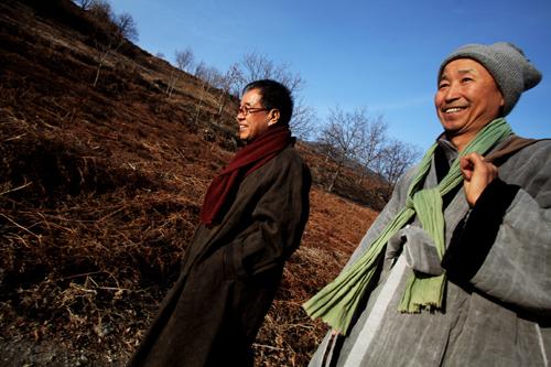 김용택(왼쪽) 시인과 도법 스님 김용택 시인과 도법 스님이 말하고, 사진작가 이창수가 찍고, 정용선이 적은 대담집 <시인과 스님, 삶을 말하다>(메디치)가 나왔다