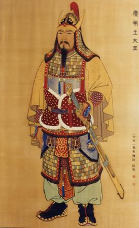 광개토태왕 영정 고구려 19대왕으로서 고구려의 전성기를 이끈 정복군주이다. 신라의 구원요청을 받아 5만의 군대를 파견하여 가야와 백제, 왜를 공격하였다.