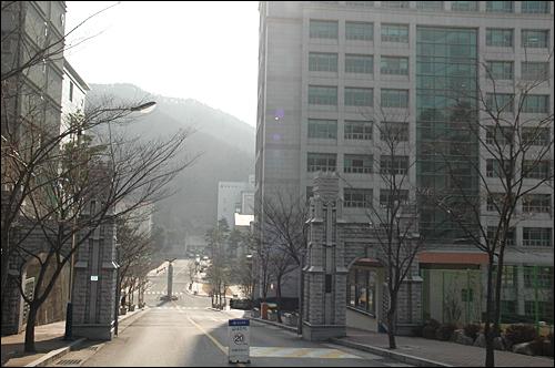 마산 소재 창신대학은 교수협의회 소속 교수 8명에 대해 재임용 거부 조치를 취했다. 사진은 창신대 정문.