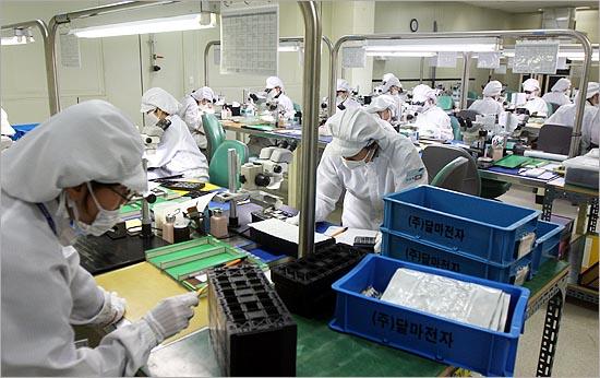 달마전자는 반도체 인쇄회로기판 검사 전문업체로 일본과 대만, 한국의 대표적 반도체 업체에 납품을 하고 있다.