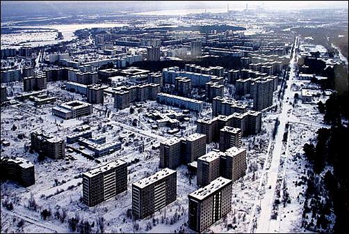 체르노빌 원자력 발전소 폭발로 인해 인근지역에 오염물질이 쌓여있는 모습
