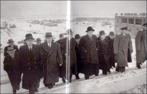 1949년 3월 소련 최고회의 계단을 오르는 북한 지도부.