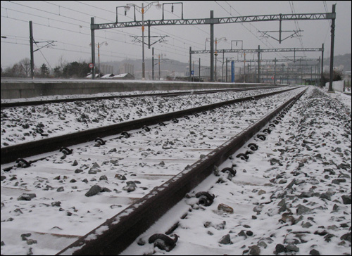 눈 내린 호남선 철길. 2010년 1월5일 아침 풍경이다.