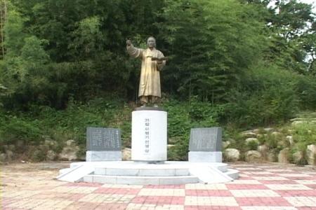 가람 이병기 선생 동상