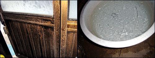 박연순 할머니 집 문의 안쪽에 서리가 껴있다.(왼쪽) 부엌 대야에 담겨있던 물도 꽁꽁 얼어 있다.