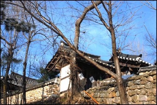 김세균 판서고가 높은축대 위에 자리한 김세균 판서고가. 현재 충청북도 유형문화재 제88호로 지정이 되어있다