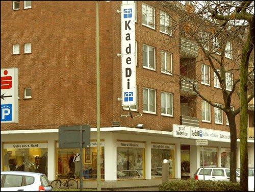 카데디(KadeDi) 베젤(Wesel) 점 카데디는 디아코니 백화점이란 뜻의 중고용품 가게다.