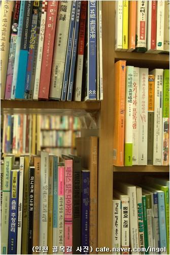 인문책 전문 헌책방으로 열 돌을 넘기고 열한 돌을 맞이하는 <숨어있는 책> 앞길에 고운 빛이 펼쳐지리라 믿습니다.