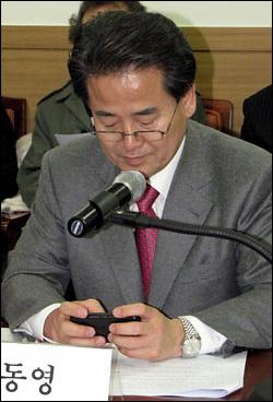 정동영 민주당 의원이 자신의 트위터를 통해 토론회 상황을 중계하고 있다.