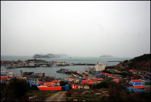 상추자항 인근 마을 상추자도에는 영흥리와 대서리가 있는데, 상추자항은 영흥리, 대서리 두 마을 모두와 인접해있다.