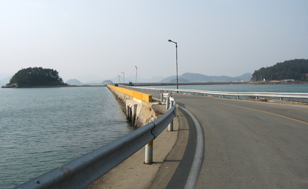해안도로 소안항에서 섬 안으로 진입하는 일곱굽이로 돌아가는 해안도로