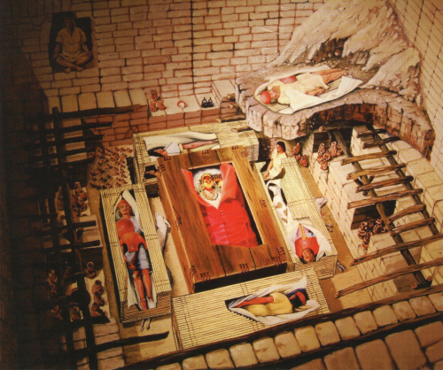 시판왕의 무덤 복원도 1987년에 발견된 시판 피라미드 중 시판왕의 무덤을 복원한 그림. 시판왕을 중심으로 여러 인물이 순장되어 매장되었다.