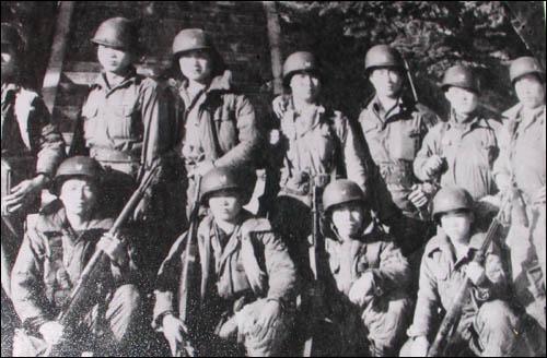 한국전쟁 60주년을 앞두고 정부가 소년병의 실체를 공식 인정했다. 정부는 한국전쟁에 참전해 현역으로 복무한 소년병의 규모를 1만4400여 명으로 추정했다.