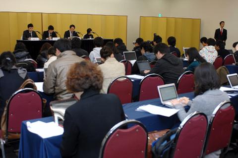 동방신기 사태 관련 SM엔터 기자회견 SM은 지난해 11월 동방신기 사태와 관련한 기자회견을 열었으며, 이 자리에서 유노윤호와 최강창민의 심경이 담긴 성명서를 배포했다.