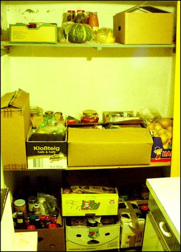 독일의 저장공간 켈러(Keller)의 모습 우리 집 켈러에는 온갖 먹을거리가 보관되어 있다.