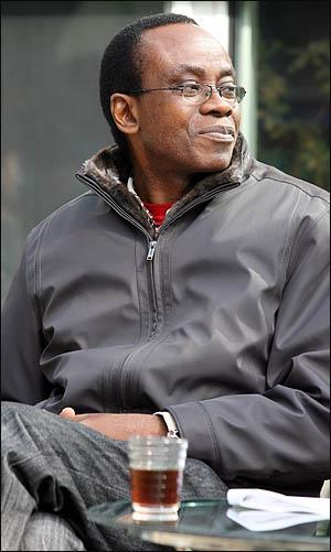 세계적 환경단체인 '지구의 벗' 국제본부의 니모 배시(Nnimmo Bassey) 의장