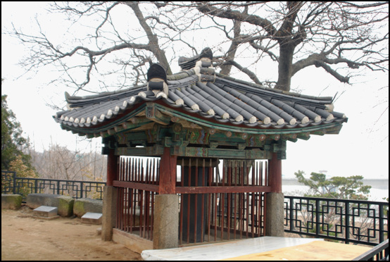 비각 임이정기를 쓴 비가 있는 비각. 고종 12년인 1875년 김상현이 글을 짓고, 김영목이 글을 썼다.