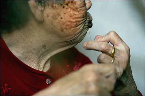 안동포 한올 한올 할머니들의 손길이 있어야 포가 만들어진다.
