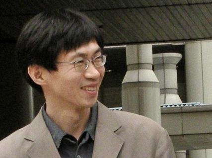 파면 무효 판결 관련 기자회견을 마치고 활짝 웃는 김영승 교사