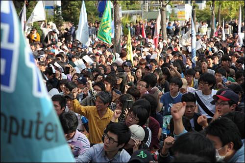 상지대학교 구성원 약 1500여명은 지난 2009년 10월 7일 서울 여의도 국회의사당 앞에서 사학비리전과자 김문기가 배제된 민주적 정이사체제 쟁취를 위한 상지구성원 결의대회를 개최했다.