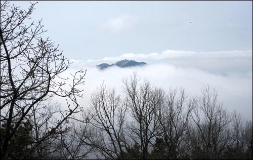 높은 하늘 구름 속에서 신비로운 저 형상의 정체는?