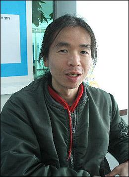 한국영화뿐 아니라 한국의 인디밴드에 무한한 애정을 가지고 있는 코노 테츠씨. 매해 전주와 부산 영화제를 찾는다.