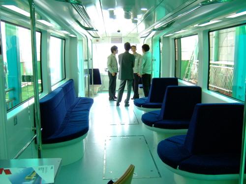 자기부상열차의 실내 모습