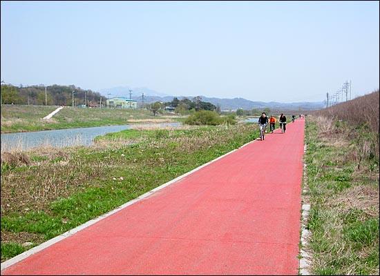창릉천 자전거도로.