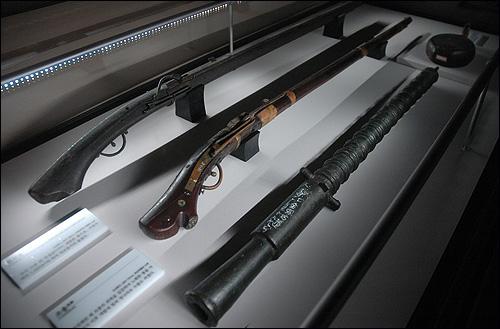 조선시대 화기 조선후기 사용된 화약무기인 조총과 대승자총의 모습입니다. 강력한 화력의 지원은 예나 지금이나 군대의 전투에서 반드시 필요한 요소입니다.