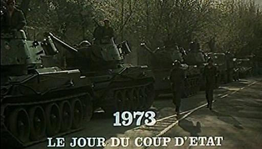 1973년 9월 11일. 라디오에서 '산티아고에 비가 내린다'는 쿠데타 암호명이 떨어지자 피노체트 휘하의 탱크 부대가 대통령궁을 향해 출발하고 있다.