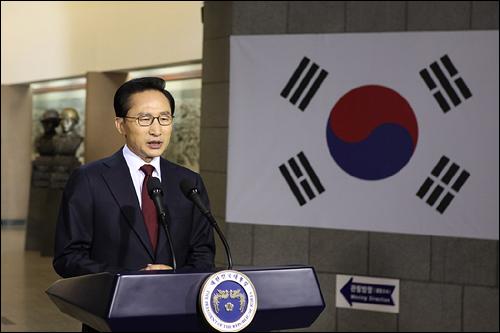 이명박 대통령은 24일 오전10시 전쟁기념관 호국추모실에서 천안함 관련 대국민담화문을 발표했다.