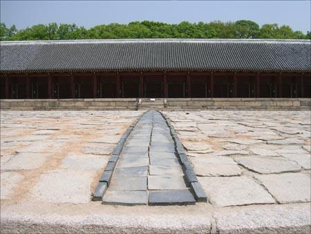 조선왕실의 사당인 종묘.