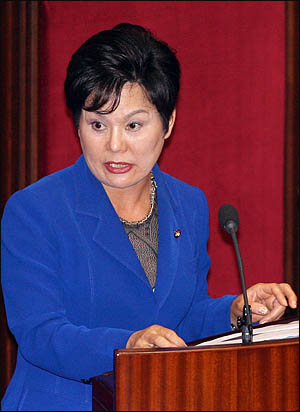 송영선 미래희망연대 의원이 15일 국회 외교안보통일분야 대정부질문에서 질의하고 있다.