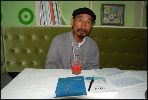 김창의 대표 안도현의 <연어>를 추천한 김창의 대표와 대화를 나눴다.