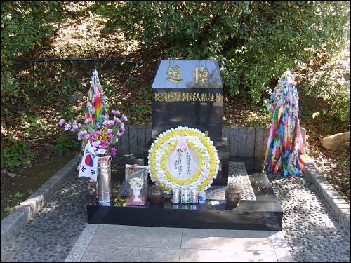 조선인 원폭희생자 추도비 폭심지 공원 외곽, 나가사키 시립 원폭자료관 아래에 자리하고 있는 '조선인 원폭 희생자 추도비'. '이름없는 일본 시민들'이 '이름없이 죽어간' 1만의 나가사키 조선인 원폭희생자들을 기리는 마음으로 세웠고 1979년 8월 9일 제막식을 행했다.