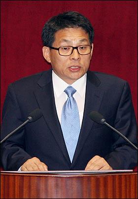 차명진 한나라당 의원이 29일 국회 본회의에서 세종시 수정안 찬성토론을 하고 있다.