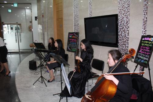 soul 이번 태교음악회의 음악을 담당하는 맑은샘 앙상블 'soul'이다. 이들은 가각 플루트, 첼로, 바이올린, 피아노 키보드 등으로 4중주를 연출한다.