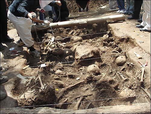 지난 2007년 산내 골령골에서 발굴된 집단희생자들의 유해